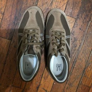 Grasshoppers size 9.5